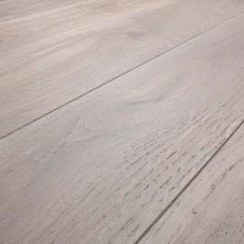 Massiv Eg planker. Dim. 20 x 137 mm. Farvet hårdvoksolie.